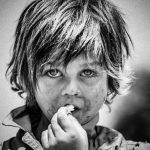 child-looking-portrait-photoshop-b&w